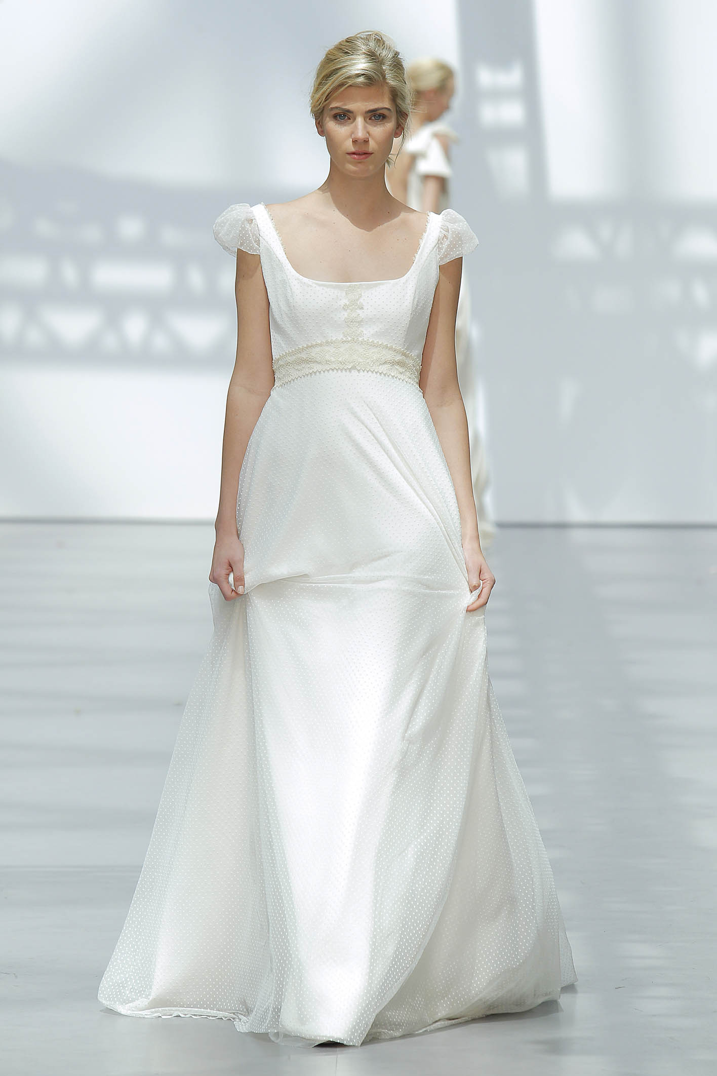 10. Corte imperio en plumeti. Carmen Halffter – Vestidos de Novia ...